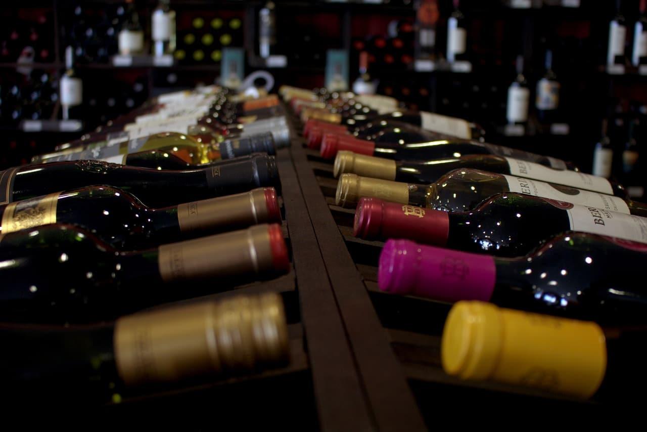 ¿Qué es una vinoteca? Tipos y características